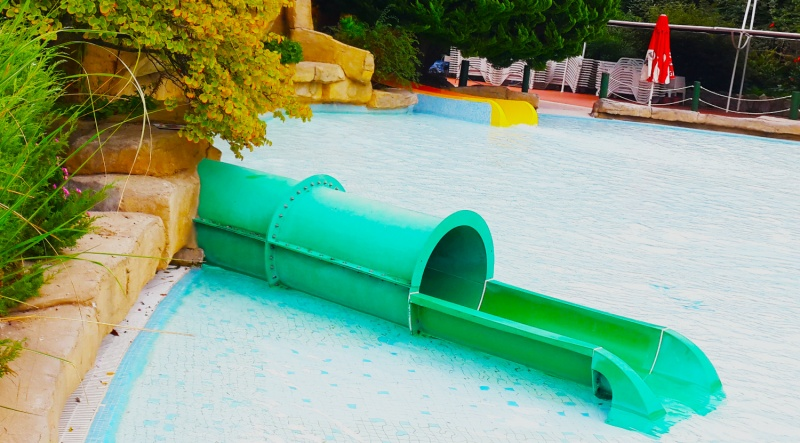 KIDS POOL / PIRATE'S TUNNEL